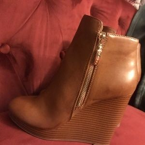 GUESS boots new without box
